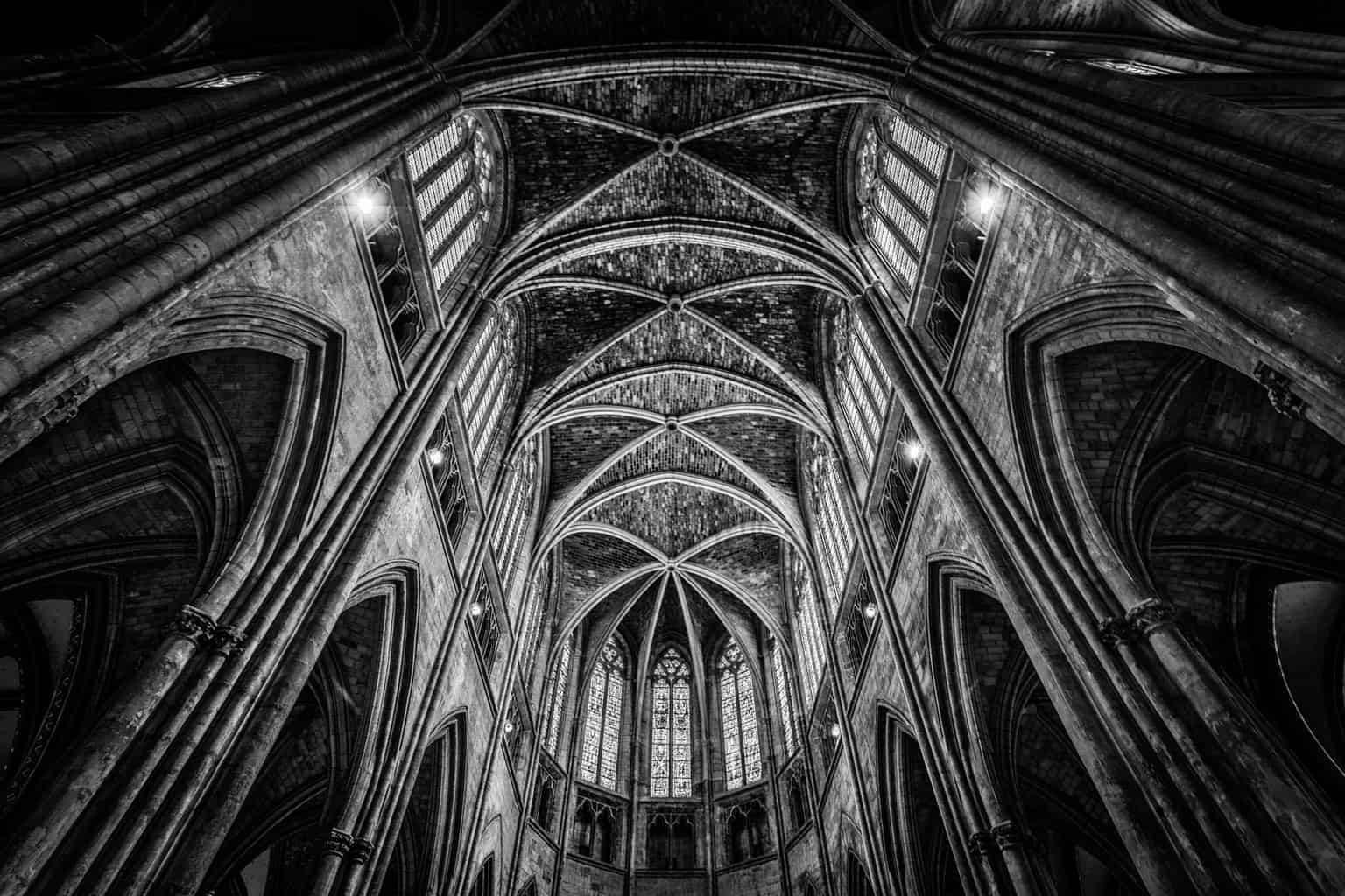 The spectacular interior of Bordeaux Cathedral