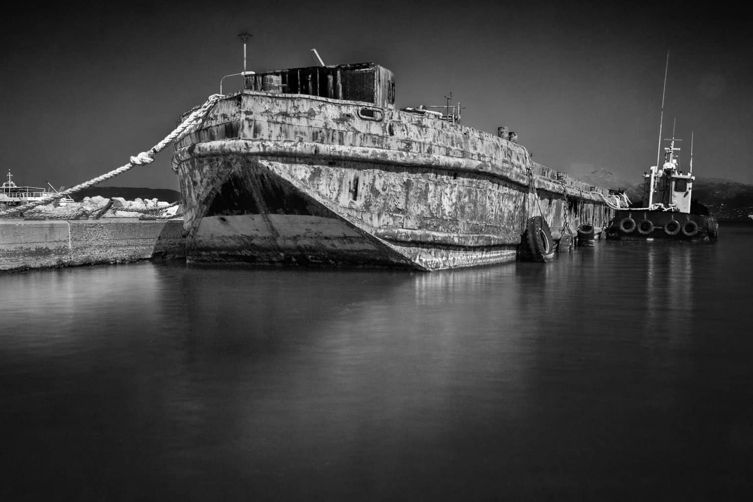 Picture of a rusty boat by Rick McEvoy industrial photographer in Dorset