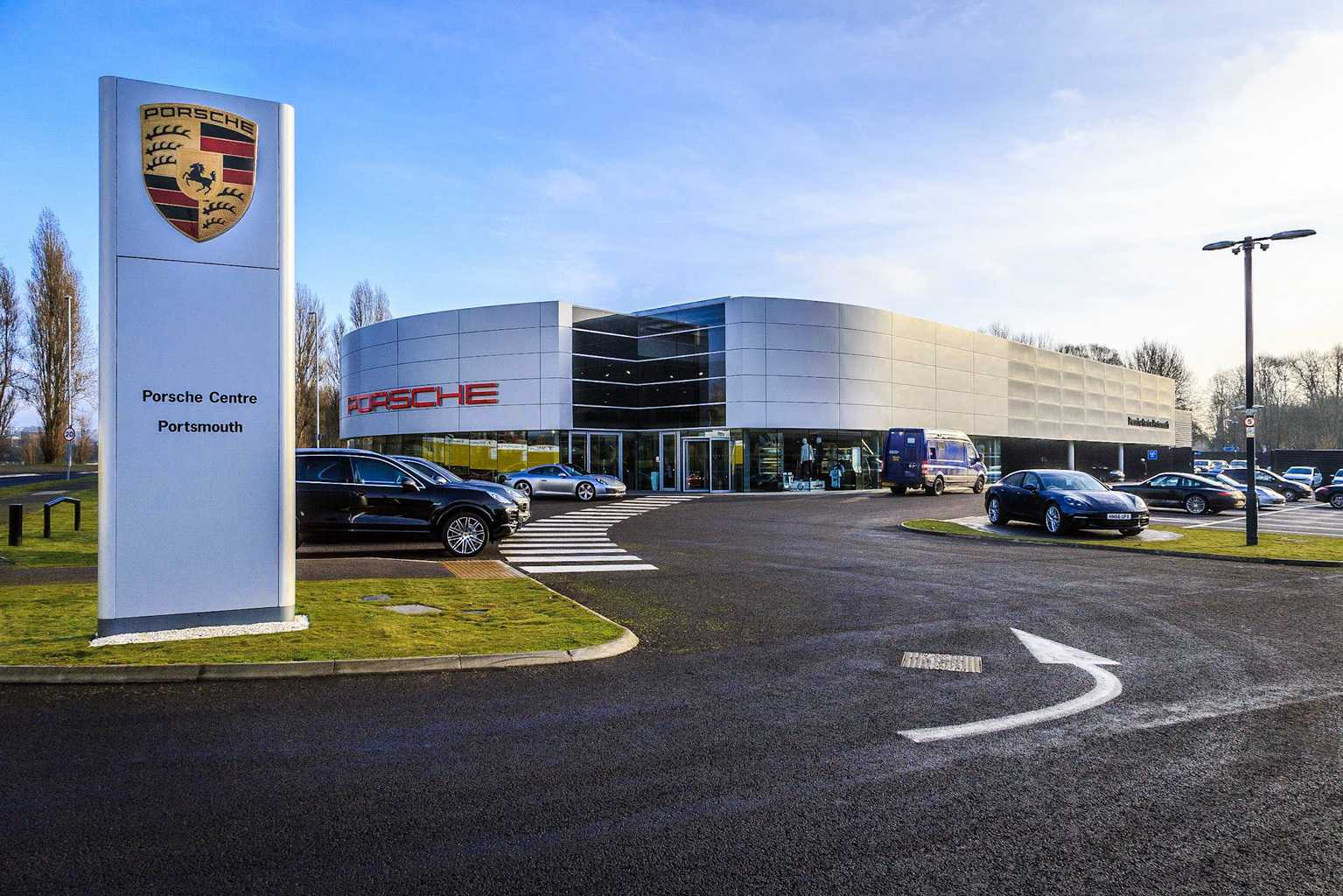 Porsche Portsmouth by commercial architectural photographer Rick McEvoy