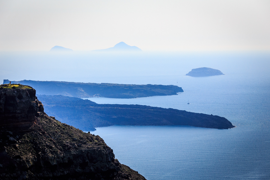 Looking towards Skaros Rock and the fingers of the land beyond.t