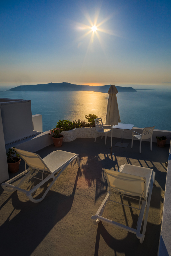 Sunloungers with a view of the caldera at Kasimatis Suites in Im