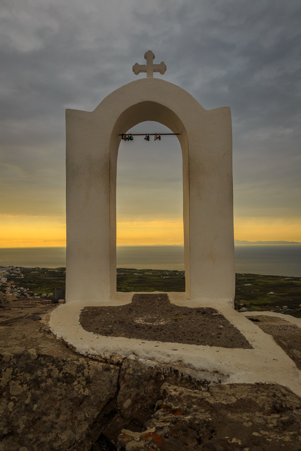 Cross at the Church of Panagia on the path from Imerovigli to Oi